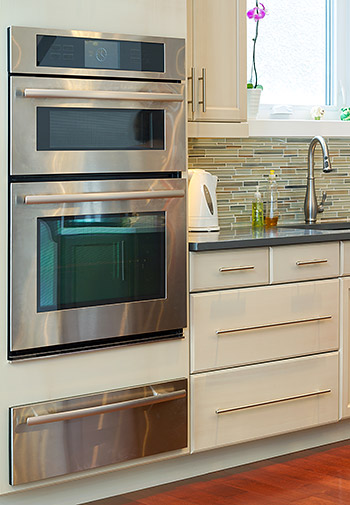 contemporary style kitchen with modern appliances